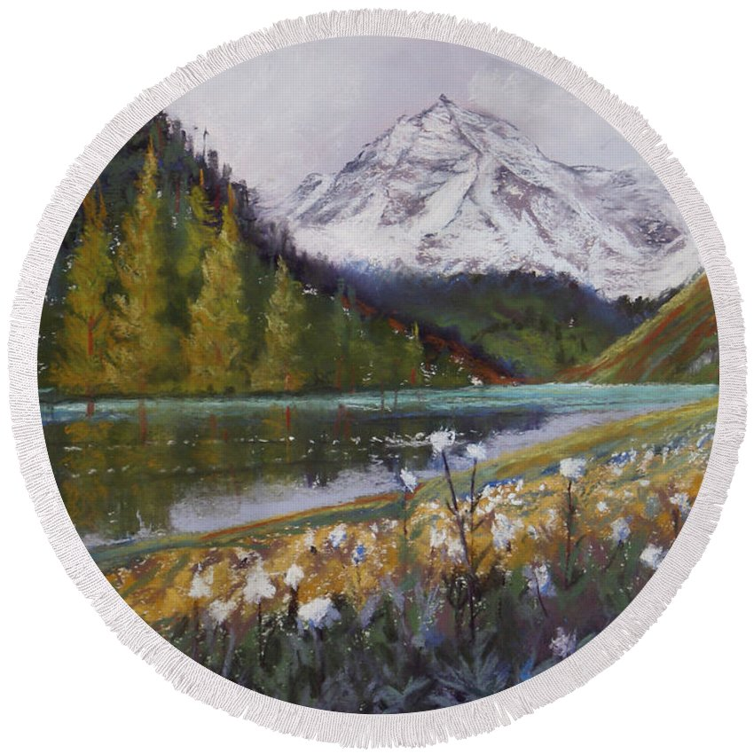 Maroon Lake Round Beach Towel featuring the photograph Maroon Lake by Heather Coen