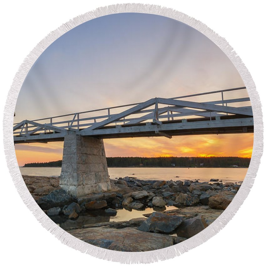 Marshall Point Lighthouse Round Beach Towel featuring the photograph Marshall Point Light Sunset by Michael Ver Sprill
