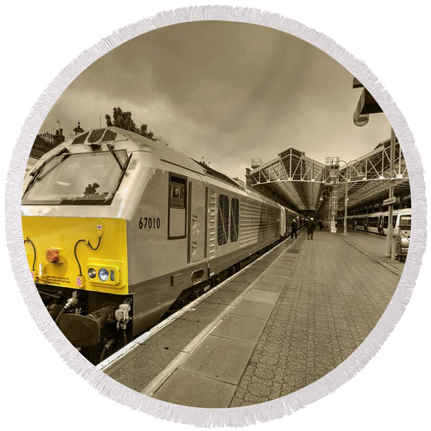 London Round Beach Towel featuring the photograph Marylebone 67 by Rob Hawkins