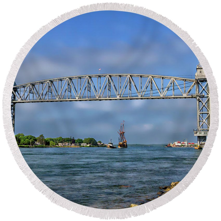 Buzzards Bay Ma Round Beach Towel featuring the photograph Mayflower Ll Tugged by Larry Richardson