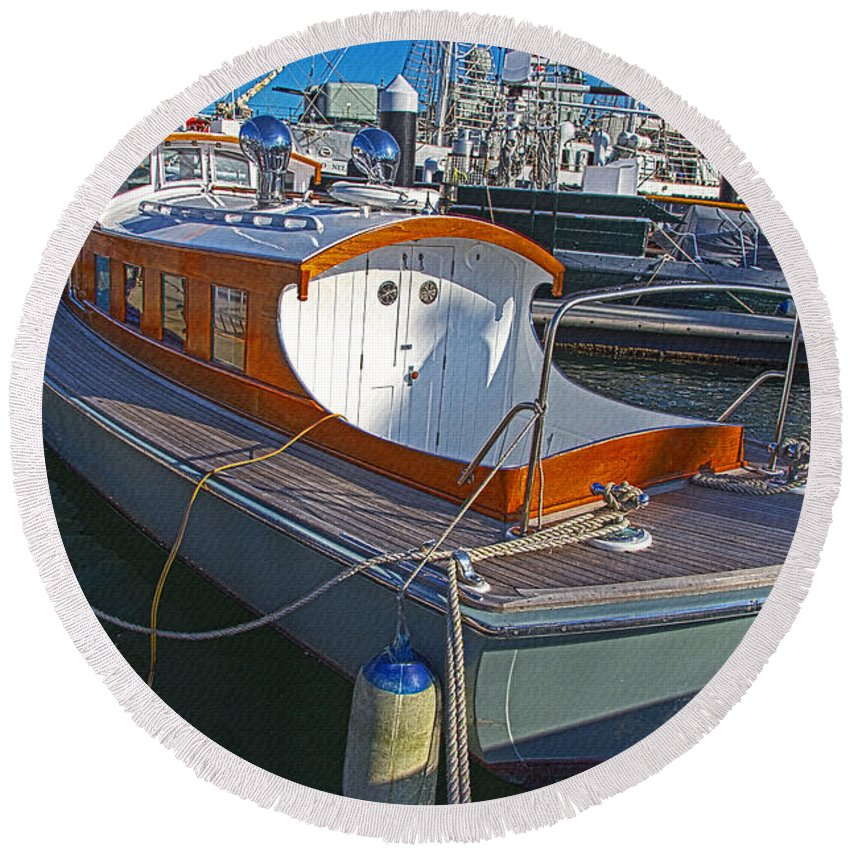 Mb 172 Epic Lass Round Beach Towel featuring the photograph Mb 172 Epic Lass In Darling Harbour by Miroslava Jurcik