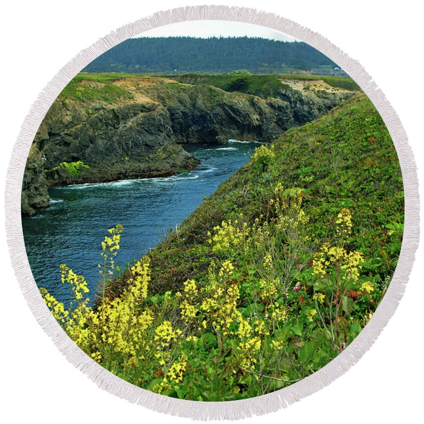 Mendocino Round Beach Towel featuring the photograph Mendocino Headlands by Charlene Mitchell
