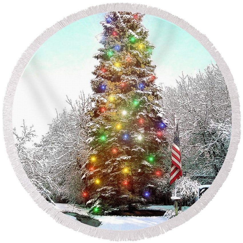 Christmas Round Beach Towel featuring the painting Merry Christmas 2015 by Cliff Wilson