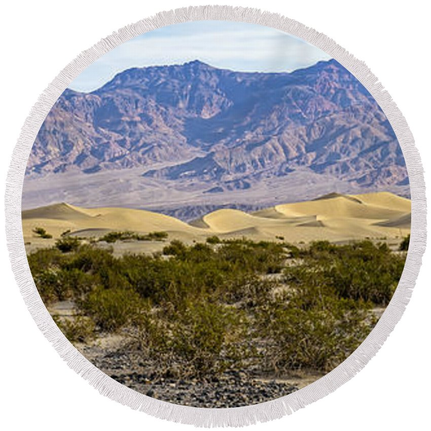Adventure Round Beach Towel featuring the photograph Mesquite Flat Sand Dunes by Charles Dobbs