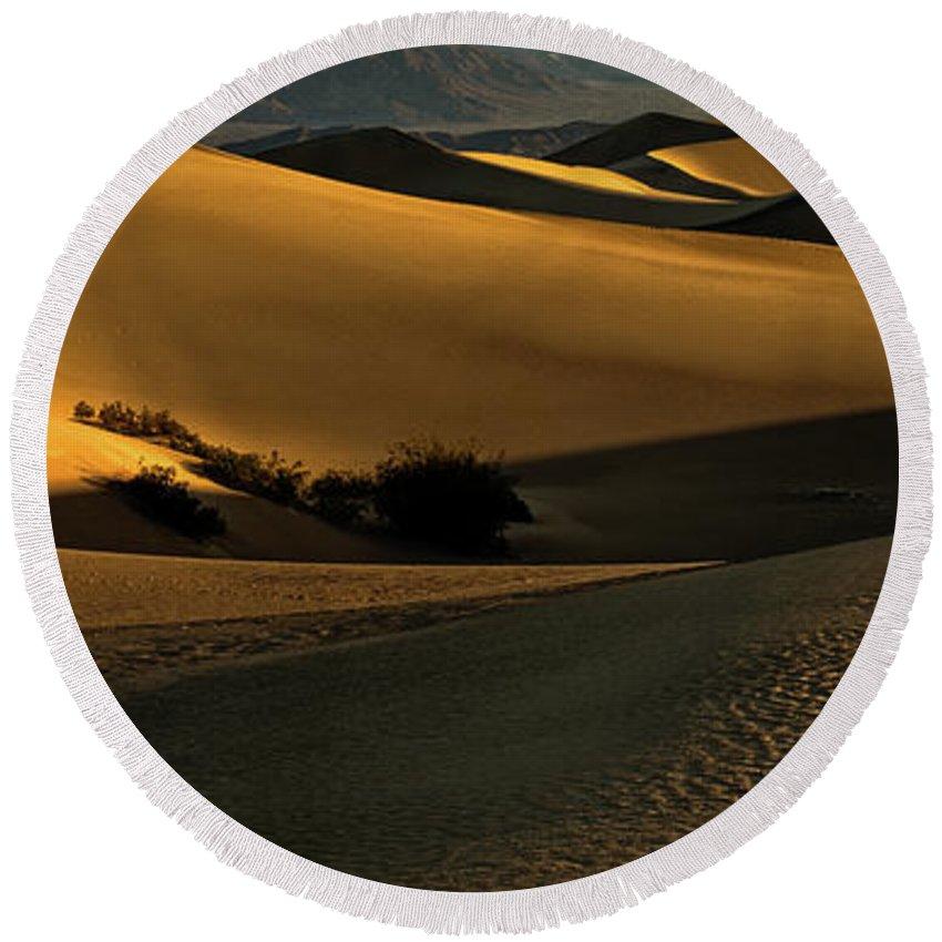 Mesquite Flat Sand Dunes Round Beach Towel featuring the photograph Mesquite Flat Sand Dunes by George Buxbaum
