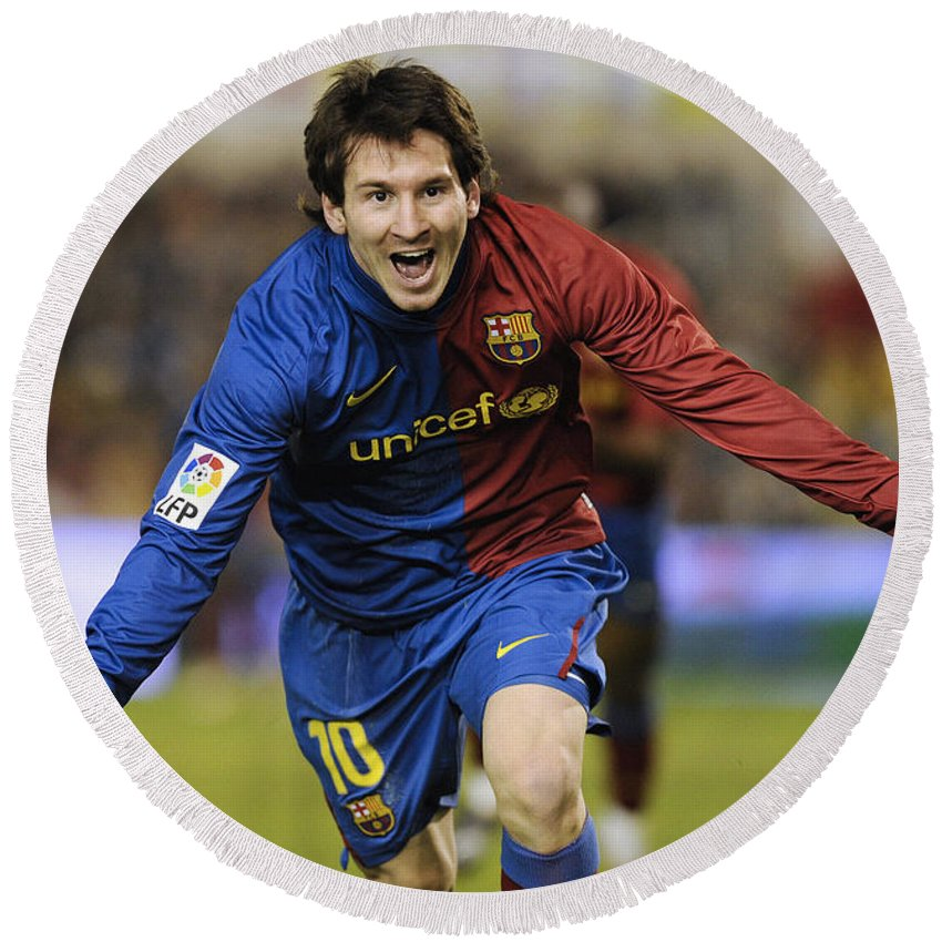 Horizontal Round Beach Towel featuring the photograph Messi 1 by Rafa Rivas