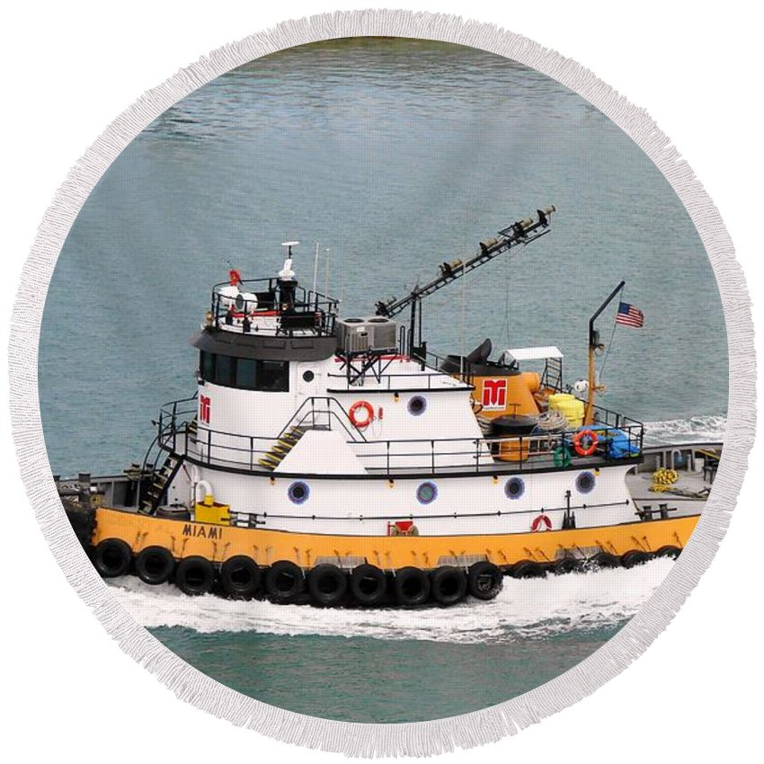 Tugboat Round Beach Towel featuring the photograph Miami Tug by Margaret Bobb