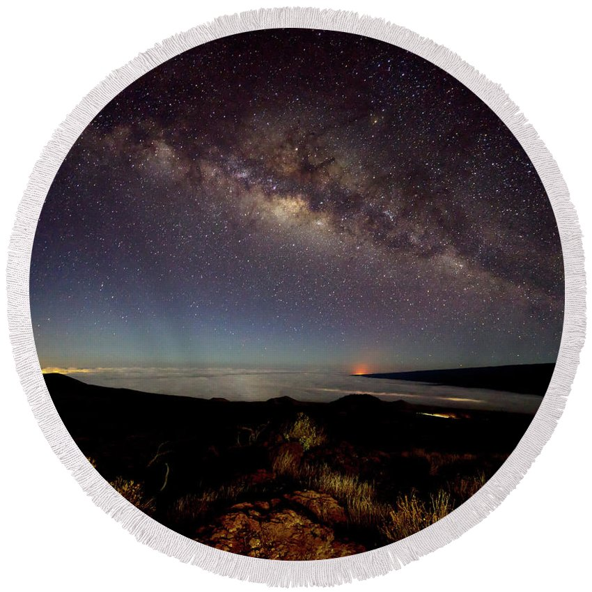 Mauna Kea Round Beach Towel featuring the photograph Milky Way From Mauna Kea by Christopher Johnson