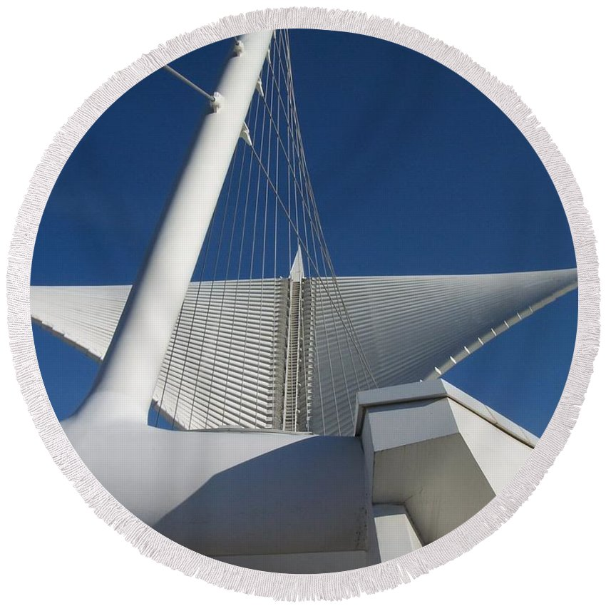 Mam Round Beach Towel featuring the photograph Milwaukee Art Museum cropped by Anita Burgermeister
