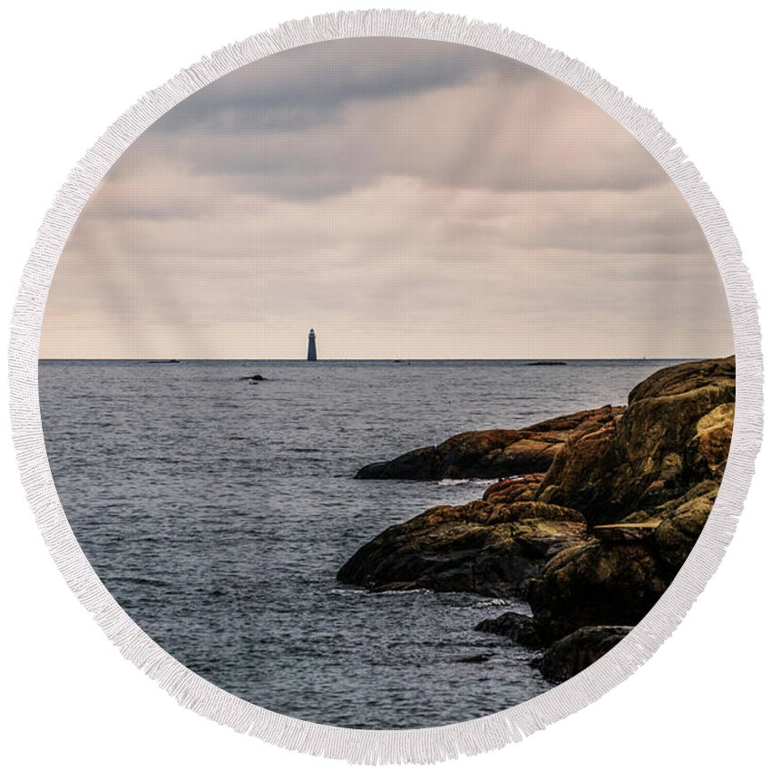 Minots Round Beach Towel featuring the photograph Minots Ledge Light by Bill Cannon