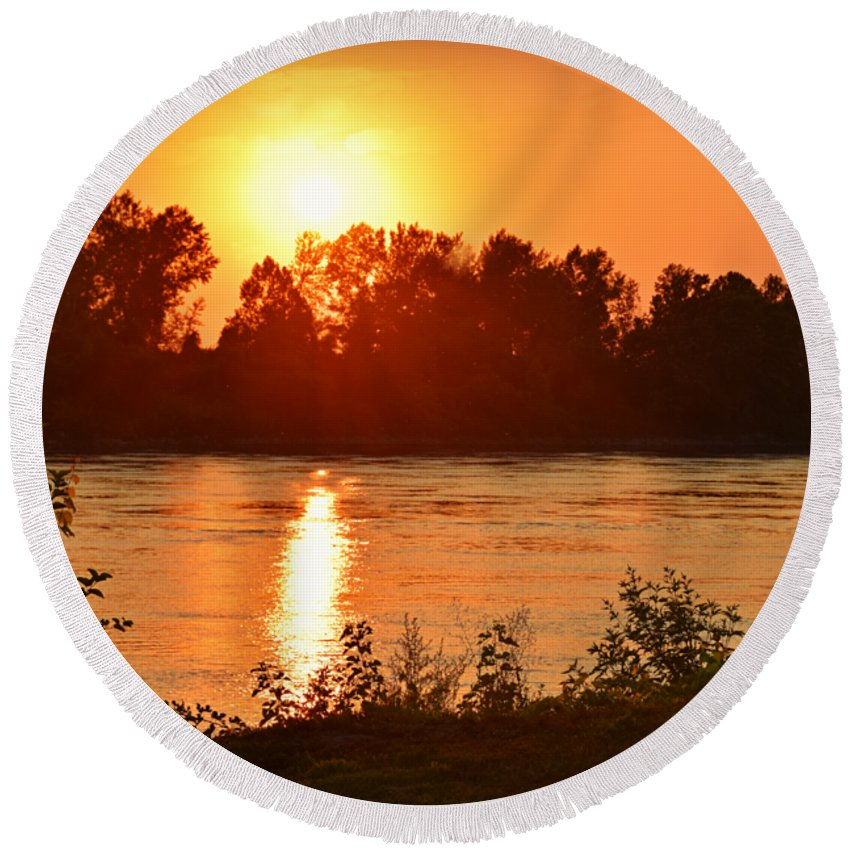 Missouri River In St. Joseph Round Beach Towel featuring the photograph Missouri River In St. Joseph by Kathy M Krause
