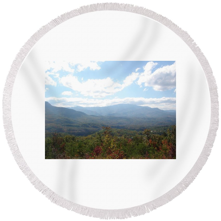 Tennessee Round Beach Towel featuring the photograph Modest Beauty by Brittany Horton