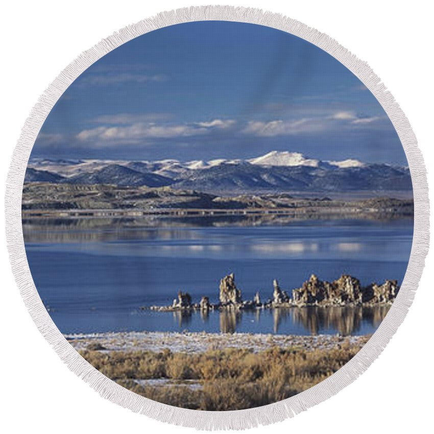 Lake Round Beach Towel featuring the photograph Mono Lk Winter by Joe Palermo
