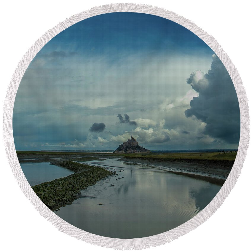 France Round Beach Towel featuring the photograph Mont Blue by Marcel Van der Stroom