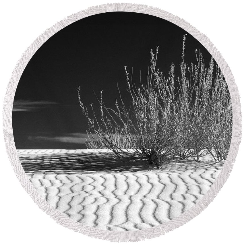 Black & White Round Beach Towel featuring the photograph Morning At White Sands by Sandra Bronstein