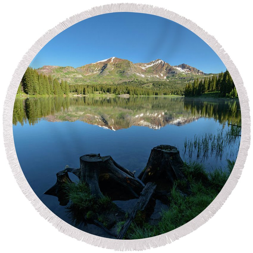 Lake Round Beach Towel featuring the photograph Morning Meditation - Lake Irwin by Dusty Demerson