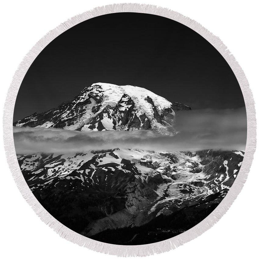 Mount Rainier Round Beach Towel featuring the photograph Mount Rainier by David Lee Thompson