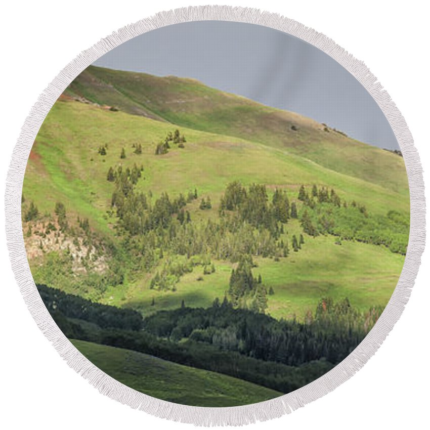 Crested Butte Round Beach Towel featuring the photograph Mountain View From Gothic Road by Maria Struss
