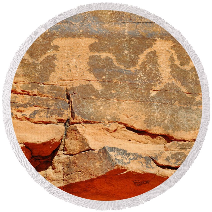 Valley Of Fire State Park Round Beach Towel featuring the photograph Mouse's Tank Petroglyph Canyon Peace by Kyle Hanson