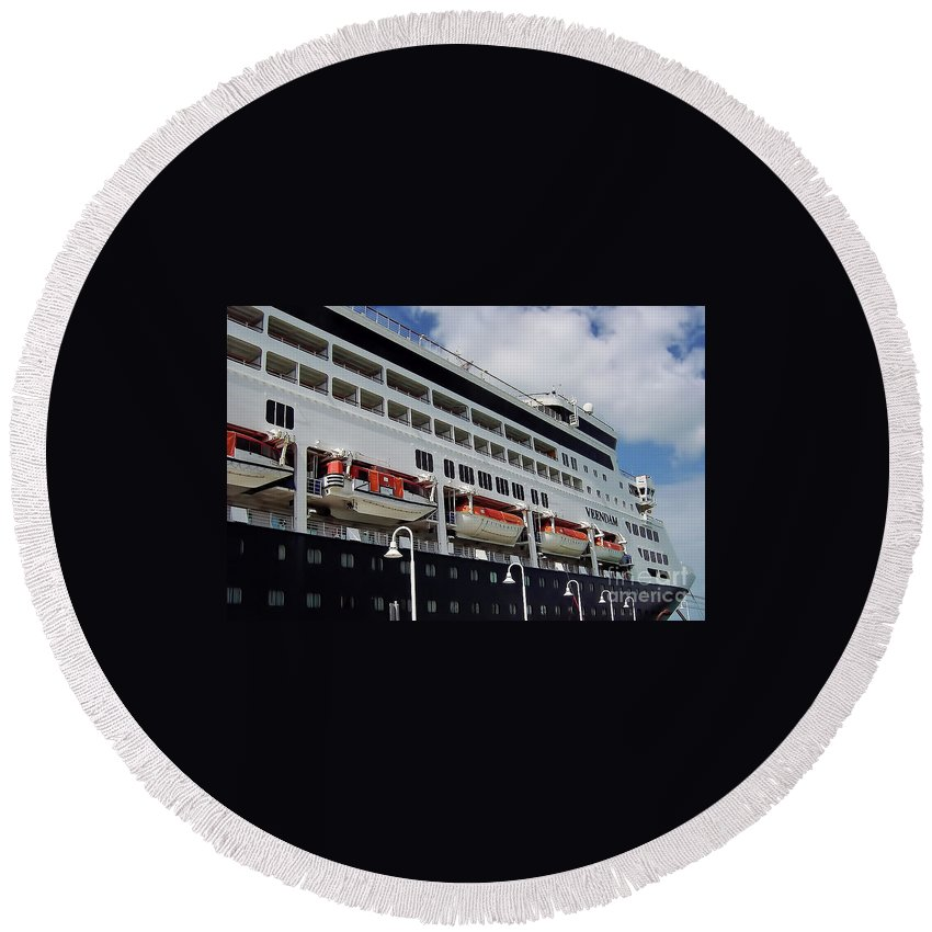 Ship Round Beach Towel featuring the photograph Ms Veendam by D Hackett