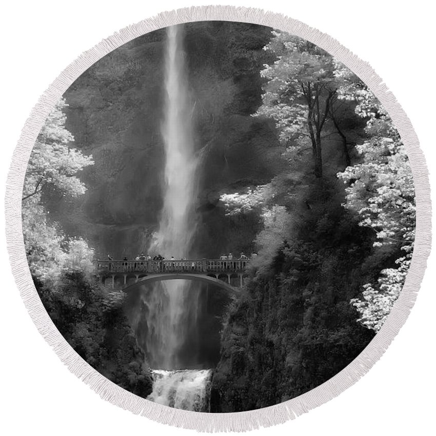 Multnomah Falls Round Beach Towel featuring the photograph Multnomah Falls Bw by Mike Nellums