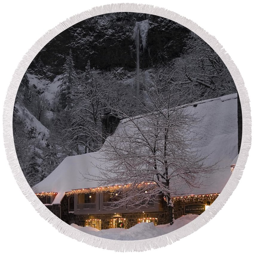 Multnomah Falls Christmas Round Beach Towel featuring the photograph Multnomah Falls Christmas by Wes and Dotty Weber