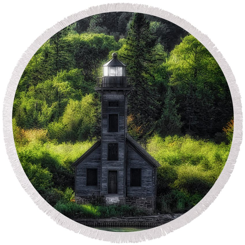 Lighthouse Round Beach Towel featuring the photograph Munising Grand Island Lighthouse Upper Peninsula Michigan Vertical 01 by Thomas Woolworth