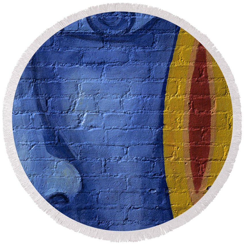 People Round Beach Towel featuring the photograph Mural Face by Jim Corwin