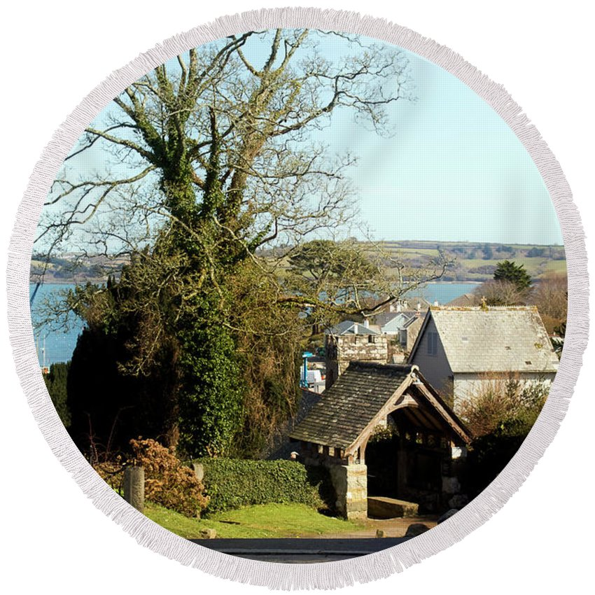 St Mylor Round Beach Towel featuring the photograph Mylor War Memorial by Terri Waters