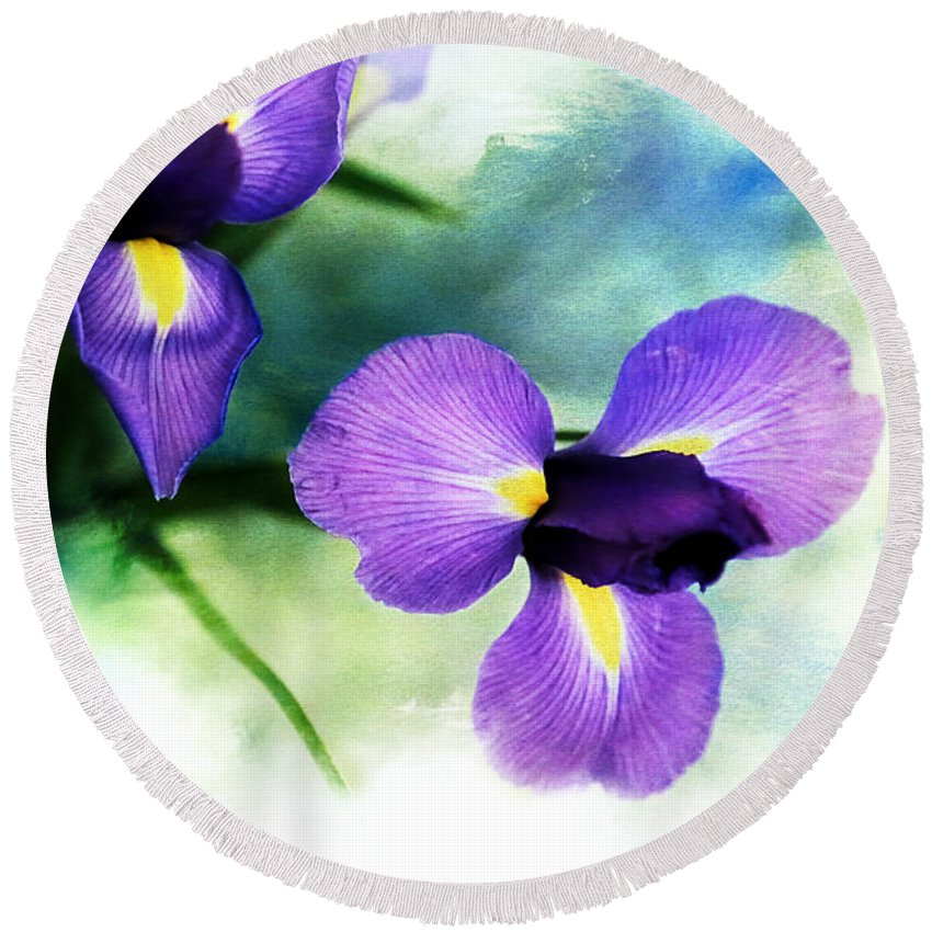 Iris Round Beach Towel featuring the photograph Nature Splash by Theresa Campbell
