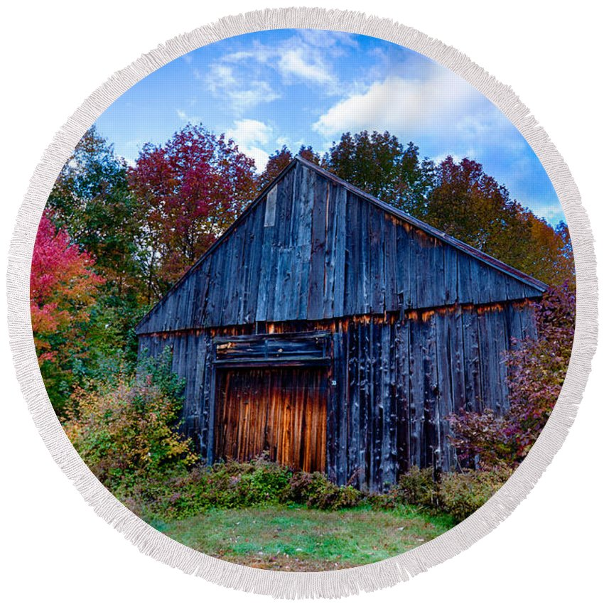 #foliage_reports Round Beach Towel featuring the photograph New Hampshire Barn Eaton Nh by Jeff Folger