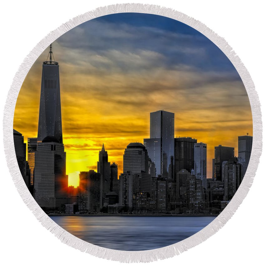 One World Trade Center Round Beach Towel featuring the photograph New York City Skyline At Dawn by Susan Candelario