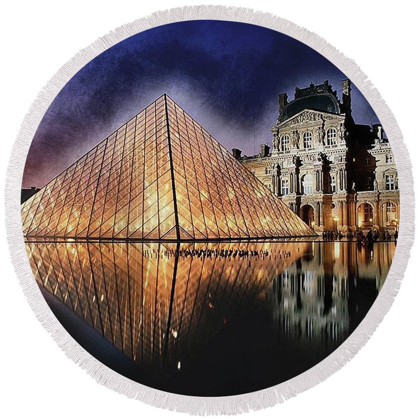 Paris Round Beach Towel featuring the painting Night Glow Of The Louvre Museum In Paris by Elaine Plesser