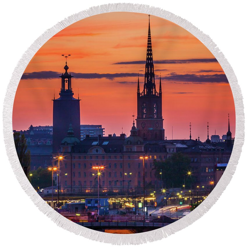 Europa Round Beach Towel featuring the photograph Nightsky Over Stockholm by Inge Johnsson