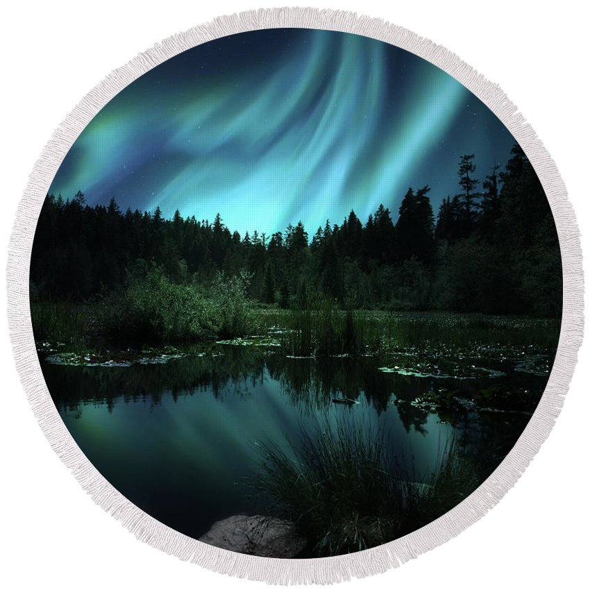 Northern Lights Round Beach Towel featuring the photograph Northern Lights Over Lily Pond by Gigi Ebert
