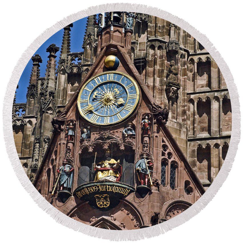 Church Of Our Lady Round Beach Towel featuring the photograph Nurnberg Nbrg038 by Howard Stapleton