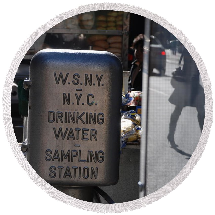 Street Scene Round Beach Towel featuring the photograph Nyc Drinking Water by Rob Hans