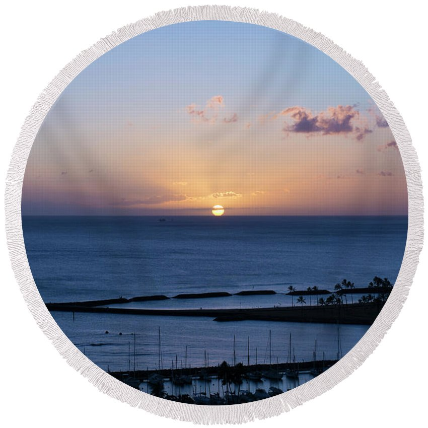 Oahu Round Beach Towel featuring the photograph Oahu Sunset by Robbie McCown