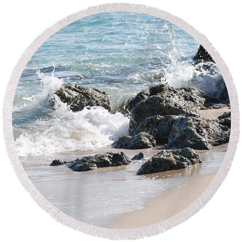 Ocean Round Beach Towel featuring the photograph Ocean Drive Rocks by Rob Hans