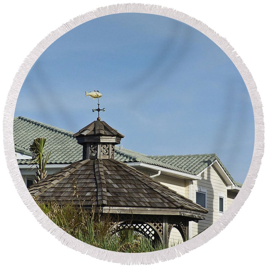 Ocean Round Beach Towel featuring the photograph Ocean Isle Fish Weathervane by Teresa Mucha