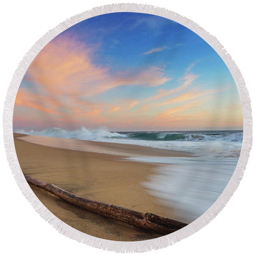 Pacific Ocean Round Beach Towel featuring the photograph Oceano Pacifico by Josafat De la Toba