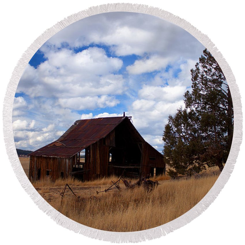 Barn Round Beach Towel featuring the photograph Old Barn by Merrill Beck
