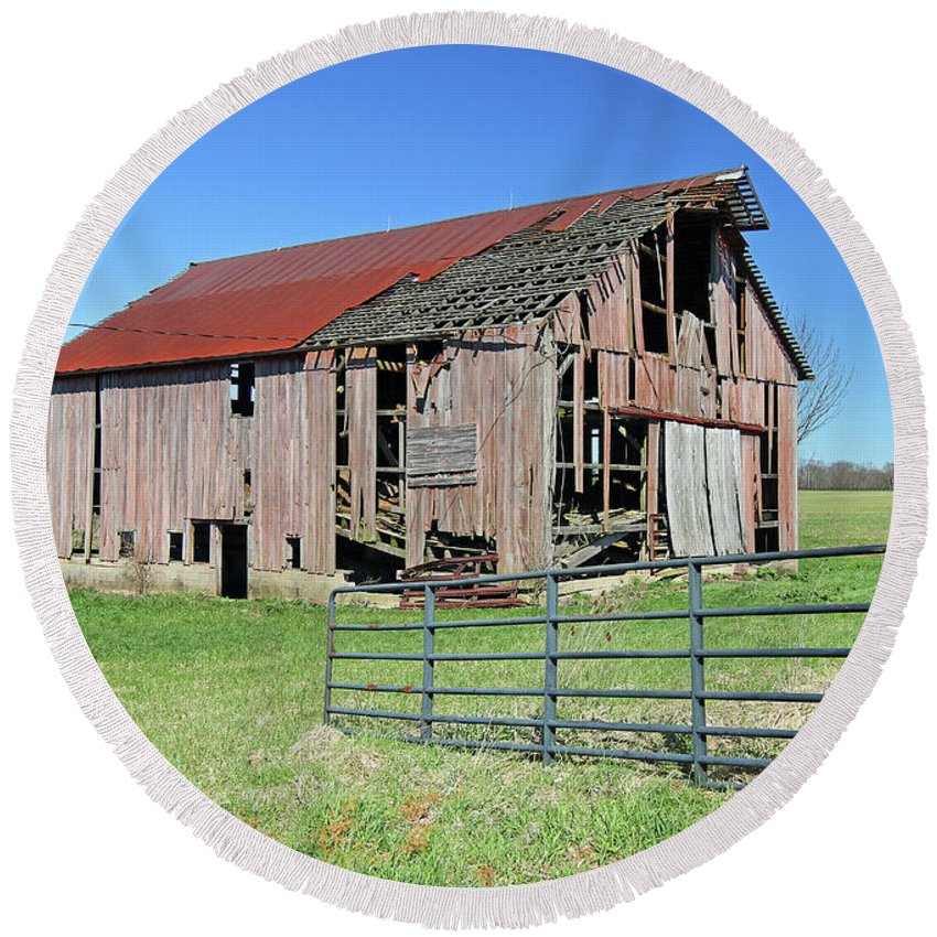 Barn Round Beach Towel featuring the photograph Old Barn by Steve Gass