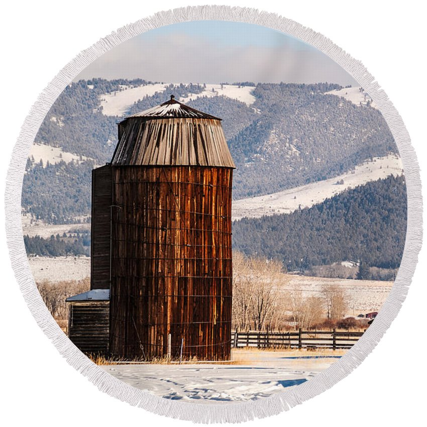 Usa Round Beach Towel featuring the photograph Old Farm Buildings by Sue Smith