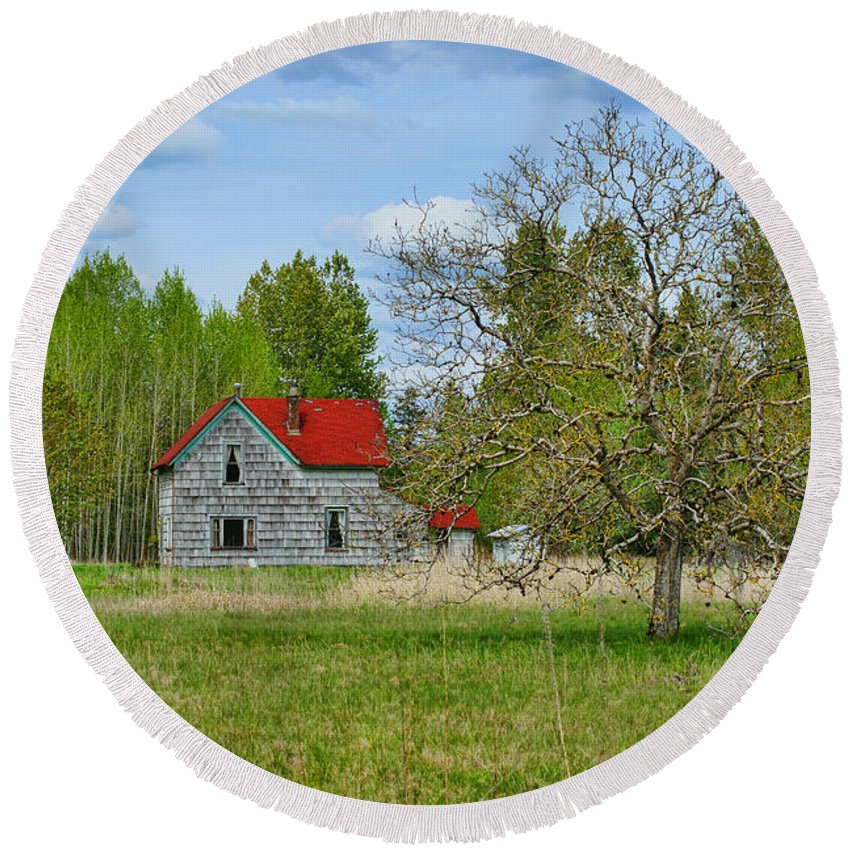 Farms Round Beach Towel featuring the photograph Old Farm House In Langley by Randy Harris
