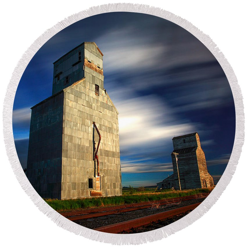 Grain Elevators Round Beach Towel featuring the photograph Old Grain Elevators by Todd Klassy
