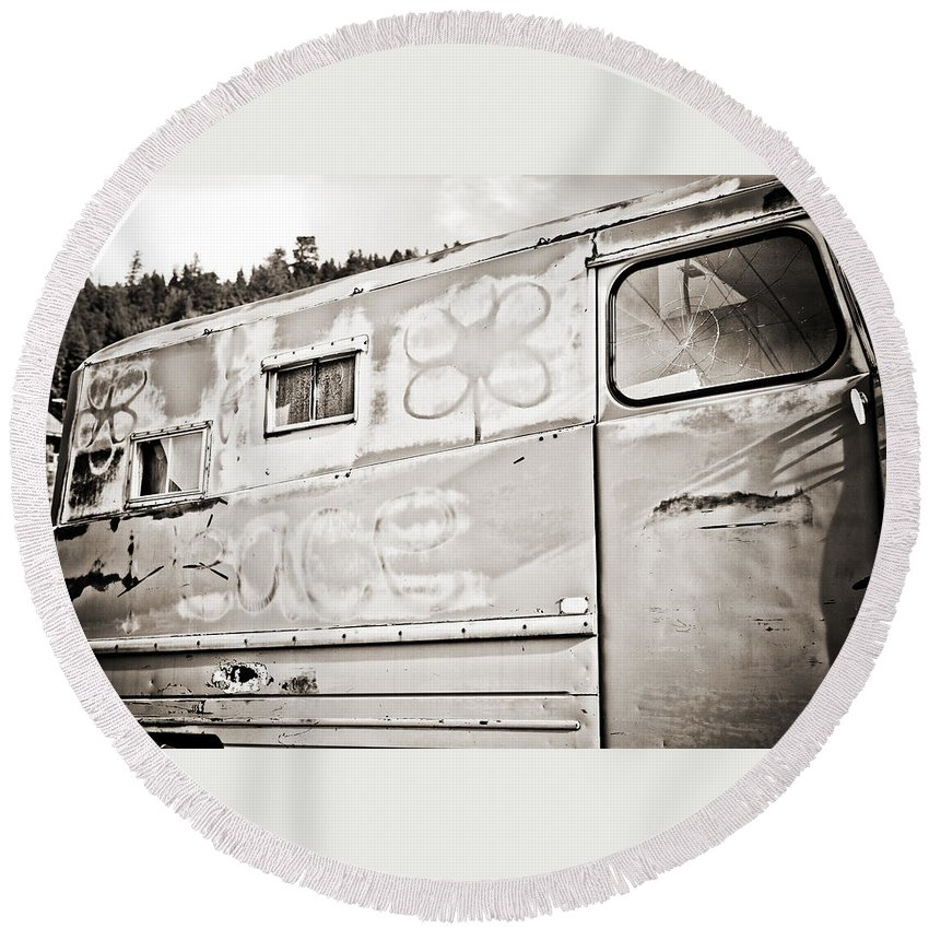 Americana Round Beach Towel featuring the photograph Old Hippie Peace Van by Marilyn Hunt
