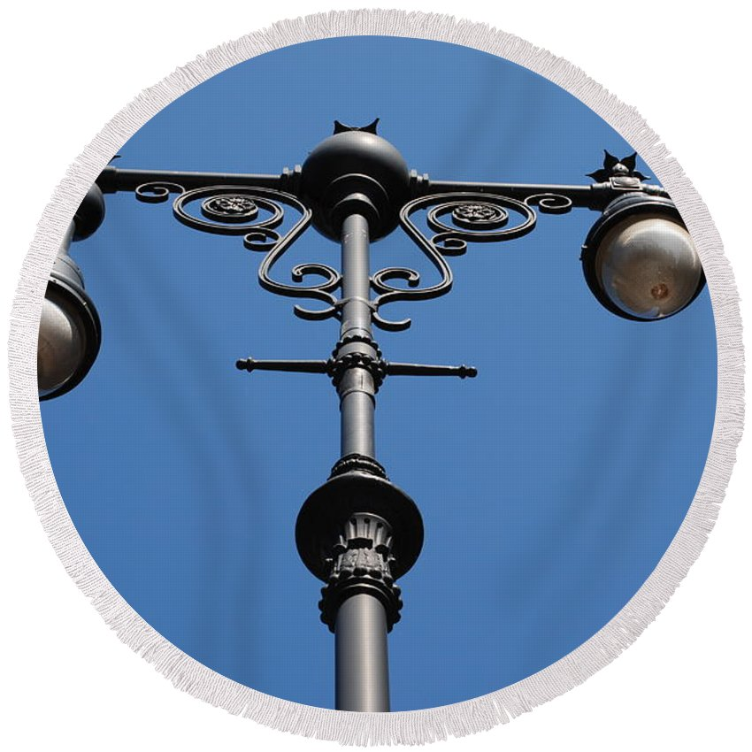 Lamppost Round Beach Towel featuring the photograph Old Lamppost by Rob Hans