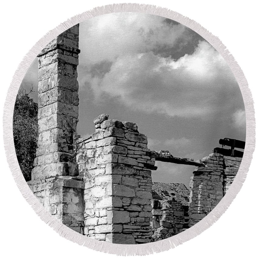 Old Houses Round Beach Towel featuring the photograph Old Limestone House Ruins by Jim Smith