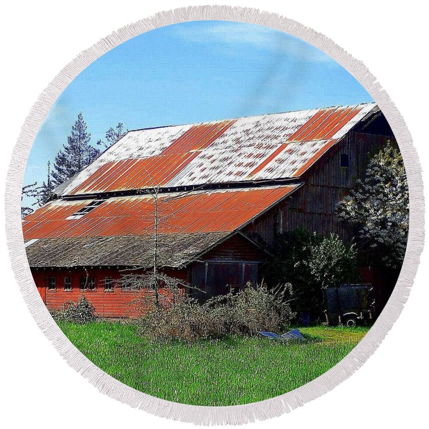 Barn Round Beach Towel featuring the photograph Old Red Photograph by Kimberly Walker